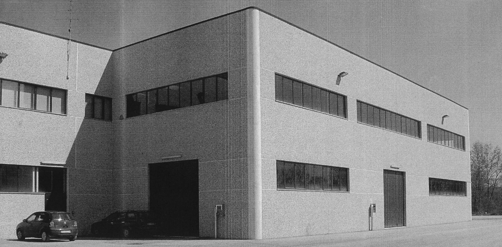 Centro servizi luisa for Capannone moderno